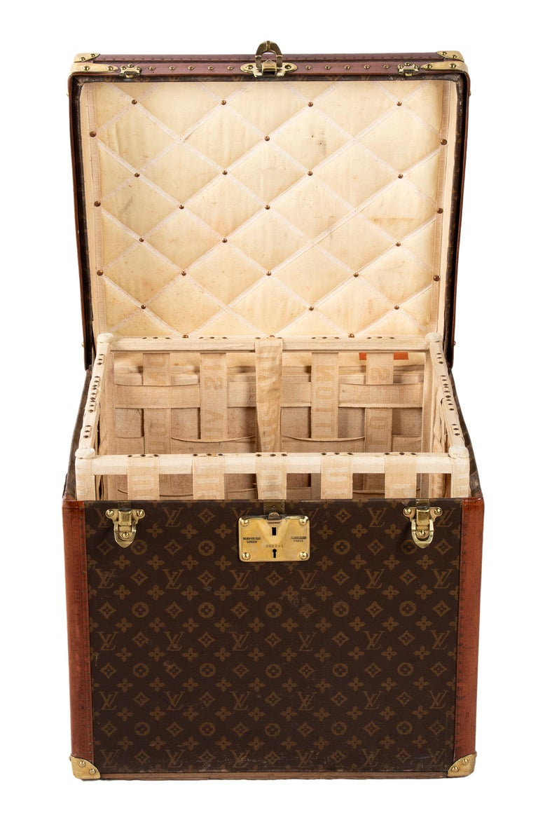 This Louis Vuitton hatbox is a wonderful fashionable piece, realized between the late 1930s and the early 1940s.  With additional inner container, the typical monogrammed surface, small parts in brass, leather profiles, and initials painted on one