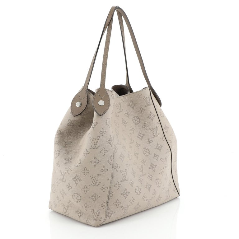 Louis Vuitton Hina Handbag Mahina Leather MM In Good Condition For Sale In New York, NY
