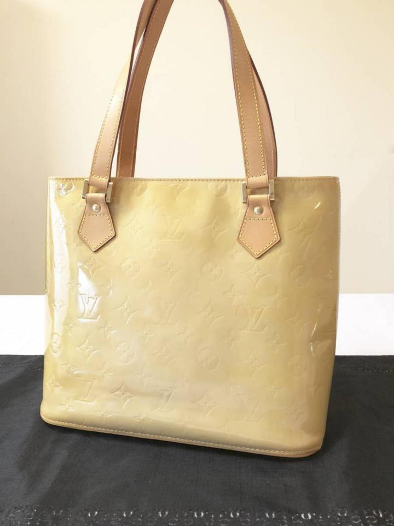 28c3681300fd Louis Vuitton Houston Monogram Vernis Zip 229314 Yellow Patent Leather Tote  For Sale at 1stdibs