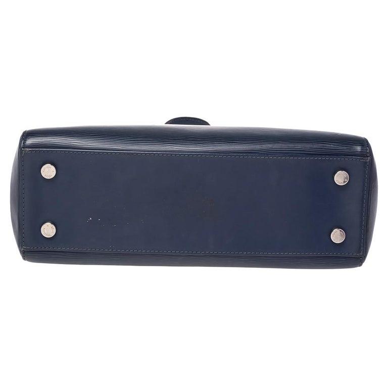 Louis Vuitton Indigo Blue Epi Leather Brea MM Bag In Good Condition For Sale In Dubai, Al Qouz 2