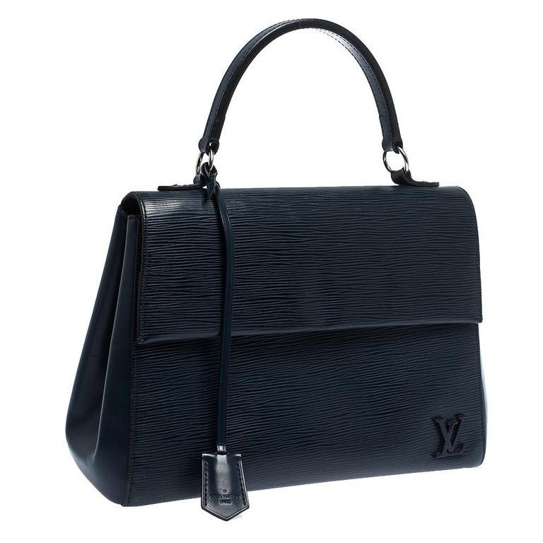 Louis Vuitton Indigo Epi Leather Cluny MM Bag In Good Condition For Sale In Dubai, Al Qouz 2