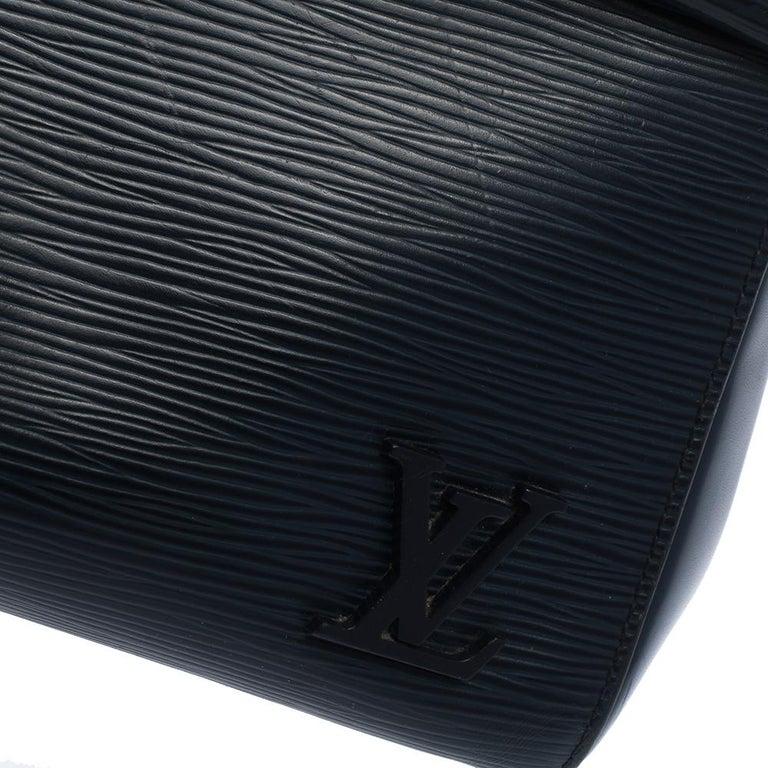 Louis Vuitton Indigo Epi Leather Cluny MM Bag For Sale 2