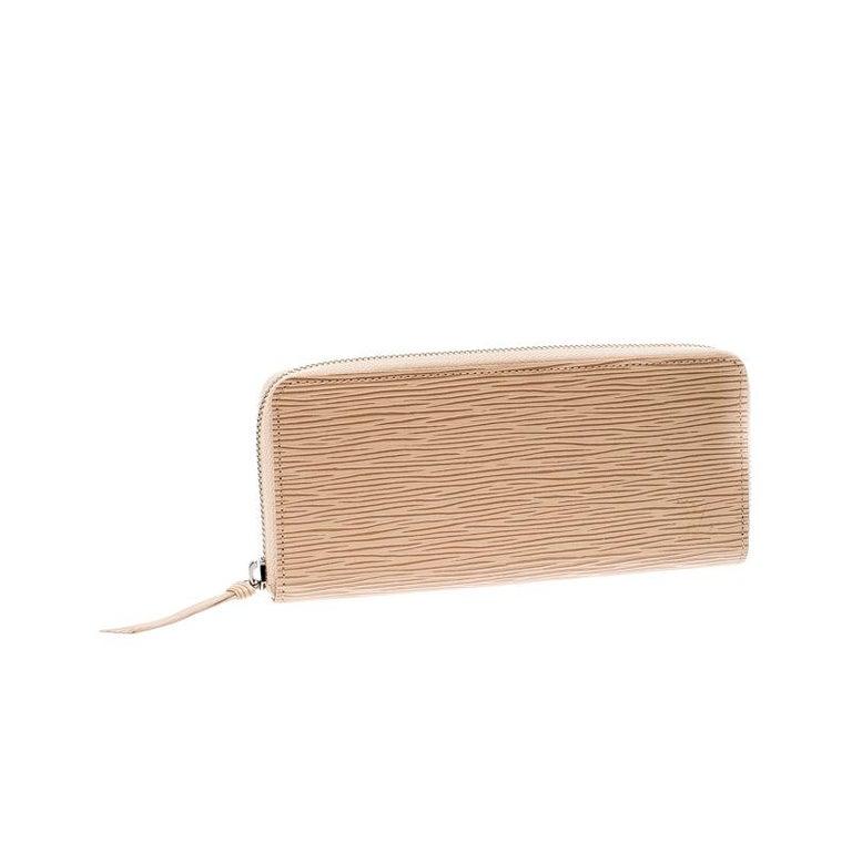 Beige Louis Vuitton Jaune Pale Epi leather Zippy Wallet For Sale