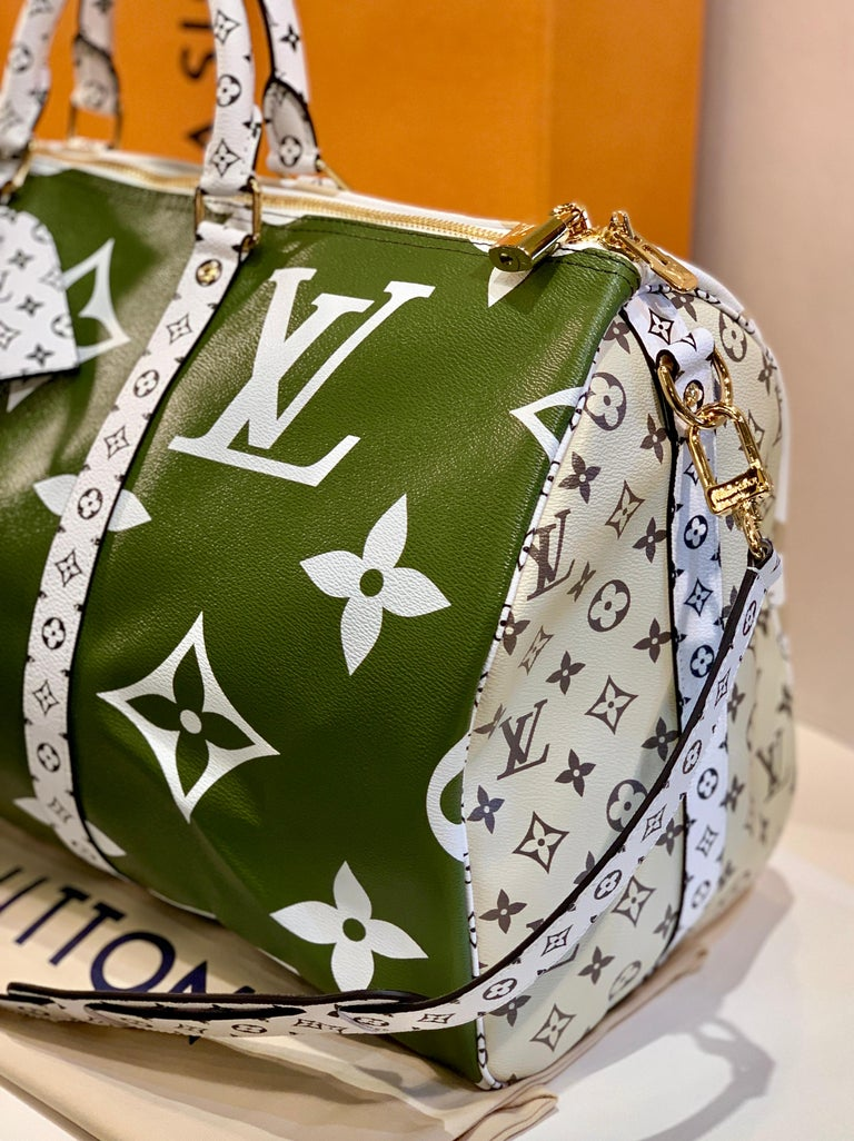 Louis Vuitton Keepall Bandouliere 50 Giant Travel Bag Summer 2019 Duffle Bag In New Condition For Sale In Tustin, CA
