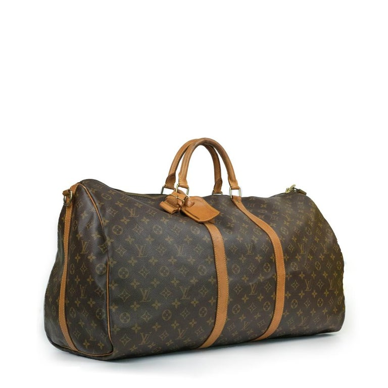 - Designer: LOUIS VUITTON - Model: Keepall - Condition: Good condition. Some stains on the leather, Sign of wear on Leather, Sign of wear on handles, Scratches on hardware - Accessories: None - Measurements: Width: 60cm, Height: 34cm, Depth: 27cm,