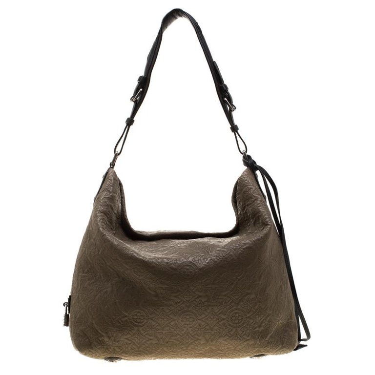 Louis Vuitton's handbags are popular owing to their high style and functionality. This Antheia bag, like all the other handbags, is durable and stylish. Crafted from monogram leather, the bag can be paraded using the top handle. It is complete with