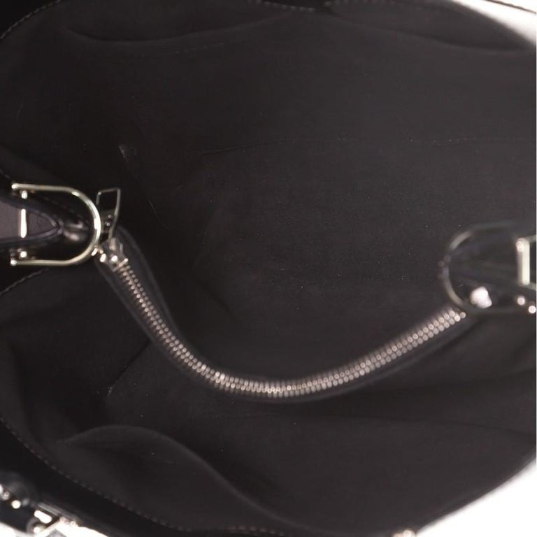 Women's or Men's Louis Vuitton Kleber Handbag Epi Leather MM For Sale