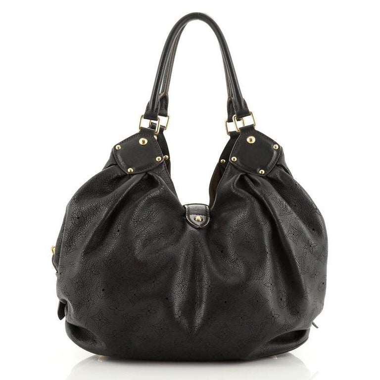 Louis Vuitton L Hobo Mahina Leather In Good Condition For Sale In New York, NY