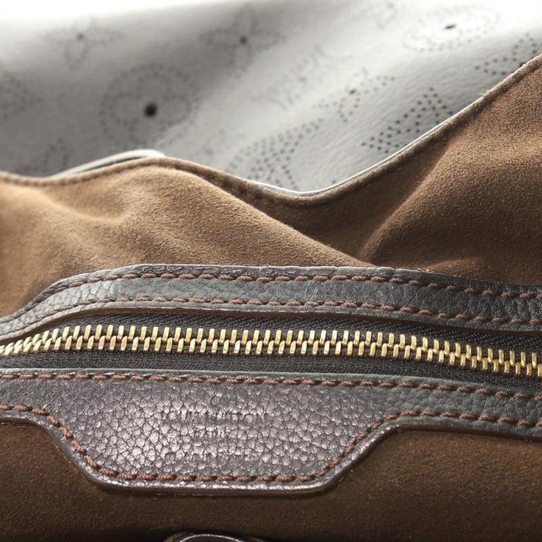 Louis Vuitton L Hobo Mahina Leather For Sale 4