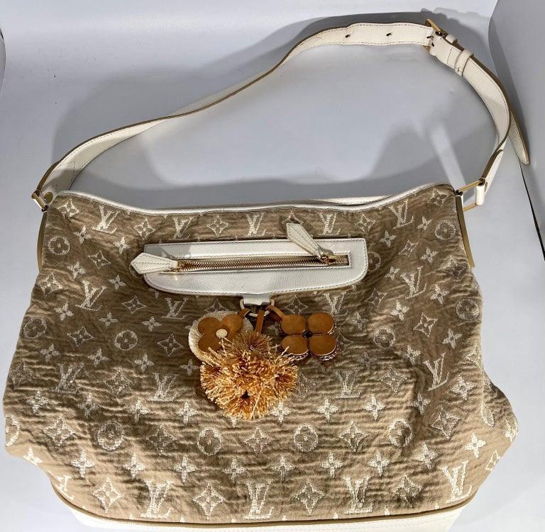 LOUIS VUITTON Limited Edition Blanc Monogram Sabbia Besace Bag For Sale 11