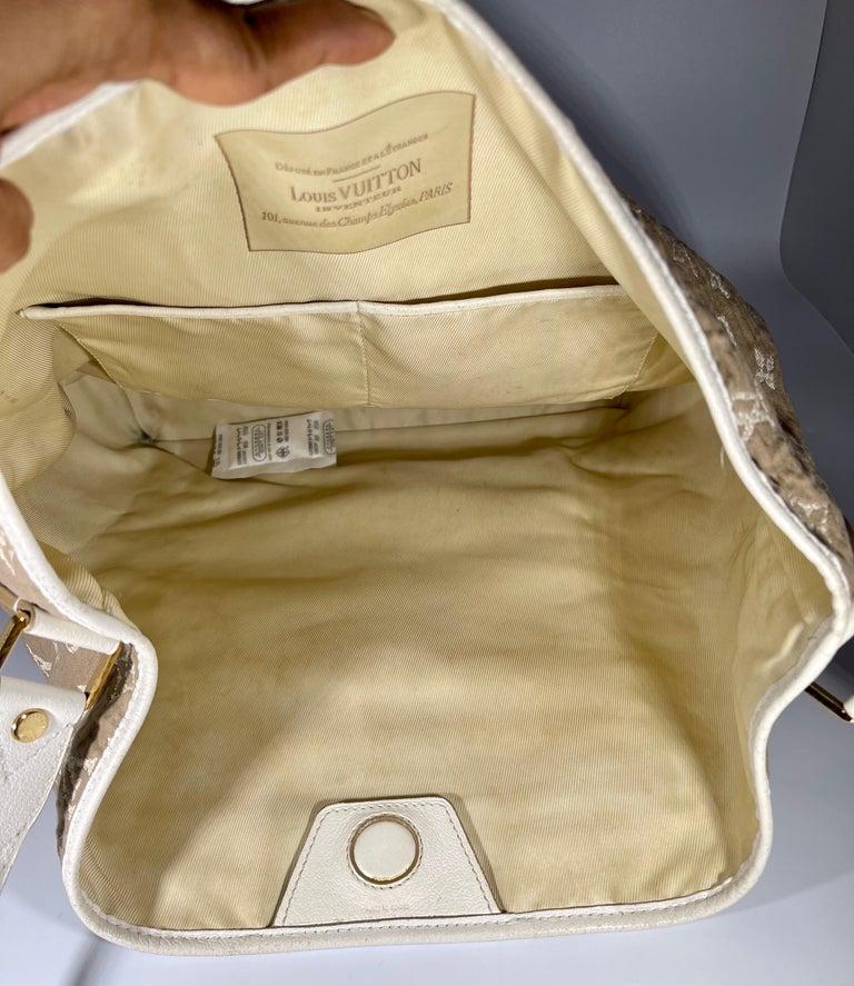 LOUIS VUITTON Limited Edition Blanc Monogram Sabbia Besace Bag For Sale 4