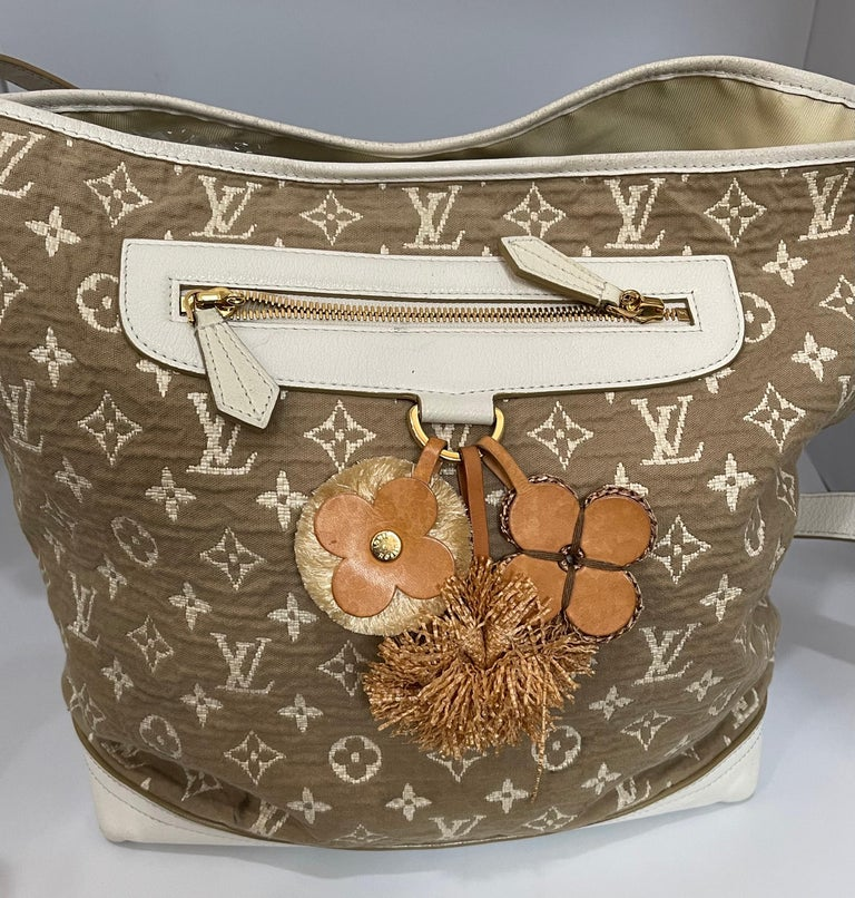 This is an authentic, pre-owned LOUIS VUITTON  The vintage-inspired Cruise 2011 Monogram Sabbia bags are made from cotton based jacquard fabric that underwent a subtle coloration process to achieve a nice earthy color. The white leather trim and