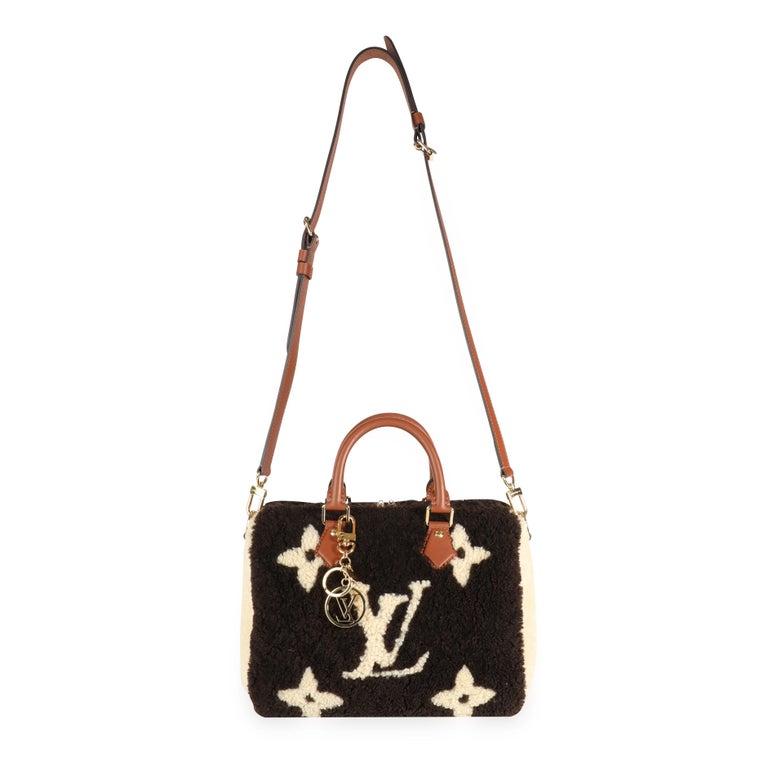 Louis Vuitton Limited Edition Giant Teddy Fleece Speedy Bandoulière 25 SKU: 111065  Handbag Condition: Excellent Condition Comments: Excellent Condition. Small mark to interior canvas. Brand: Louis Vuitton Model: Speedy Bandouliere 25 Origin