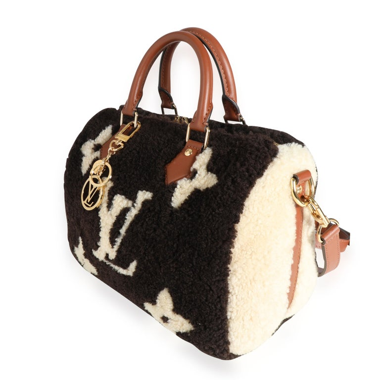Louis Vuitton Limited Edition Giant Teddy Fleece Speedy Bandoulière 25 In Excellent Condition For Sale In New York, NY