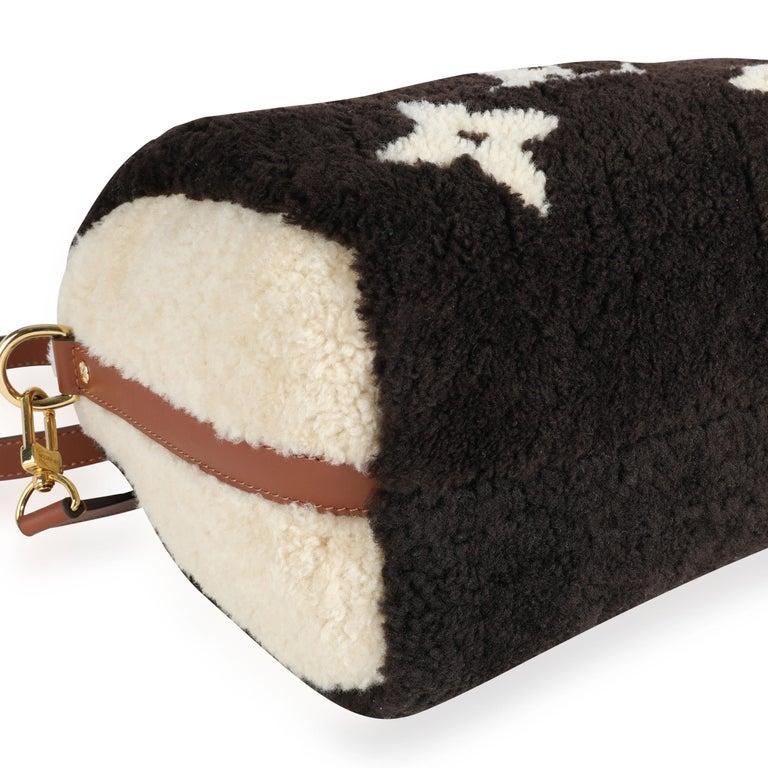 Louis Vuitton Limited Edition Giant Teddy Fleece Speedy Bandoulière 25 For Sale 2