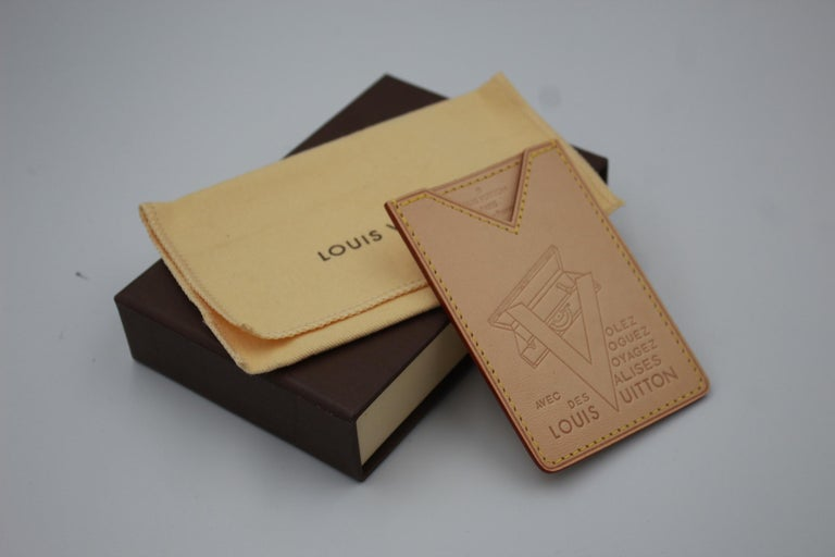 Louis Vuitton Limited Edition Leather Cardholder In New Condition For Sale In Paris, FR