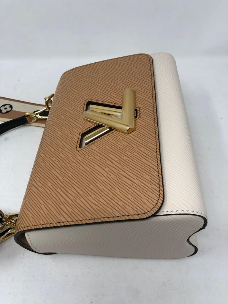 Louis Vuitton Limited Epi Leather Two-tone Twist Bag  For Sale 6