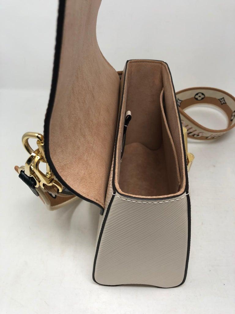 Louis Vuitton Limited Epi Leather Two-tone Twist Bag  For Sale 3