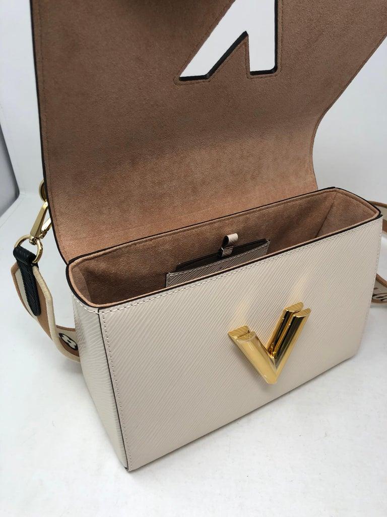 Louis Vuitton Limited Epi Leather Two-tone Twist Bag  For Sale 4