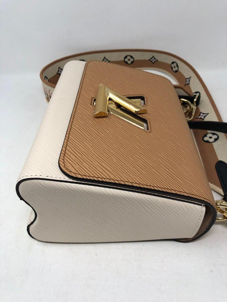 Louis Vuitton Limited Epi Leather Two-tone Twist Bag  For Sale 5