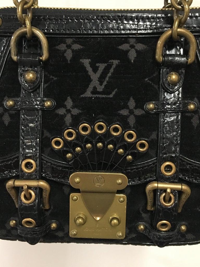 Little Louis Vuitton Balck HandBag.