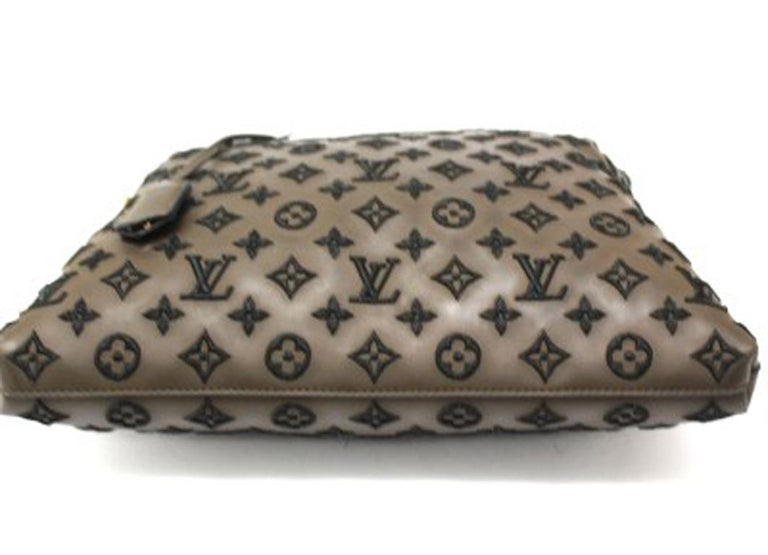 Women's Louis Vuitton Lockit Limited Edition Handbag in Brown Leather & Golden Hardware For Sale