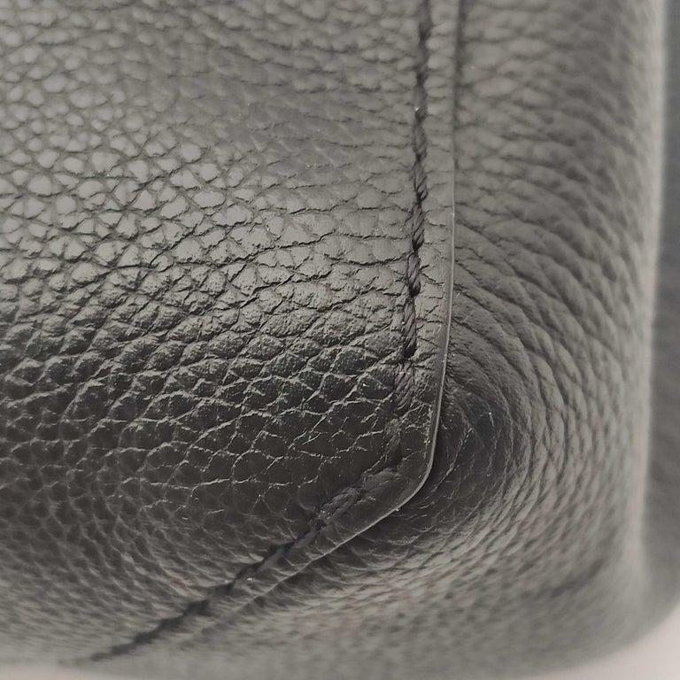 LOUIS VUITTON Lockme Shoulder bag in Beige Leather For Sale 9