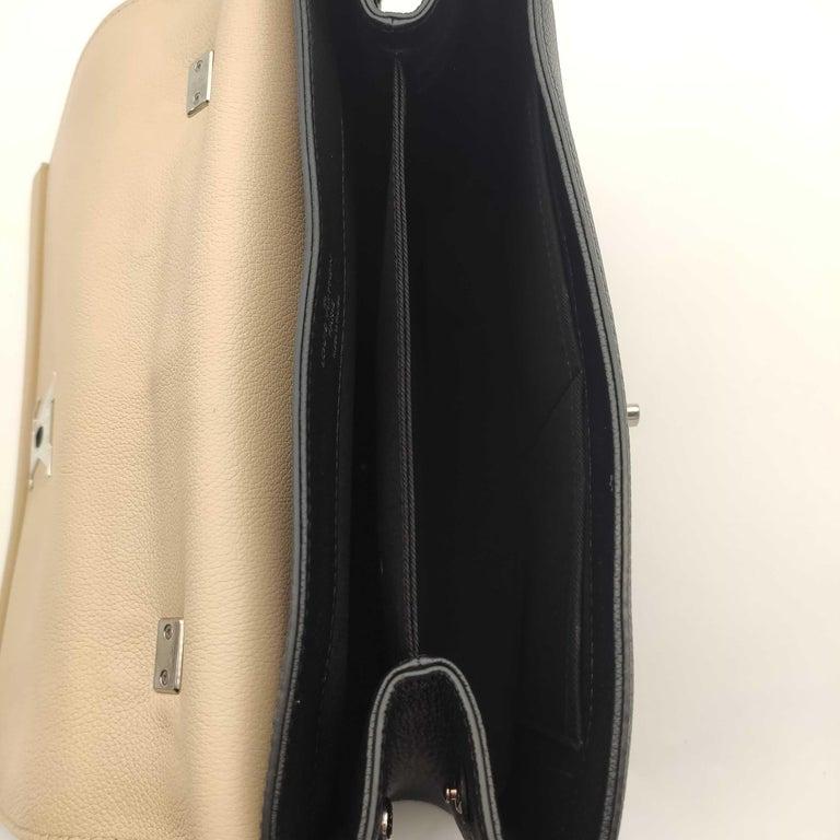 LOUIS VUITTON Lockme Shoulder bag in Beige Leather For Sale 2
