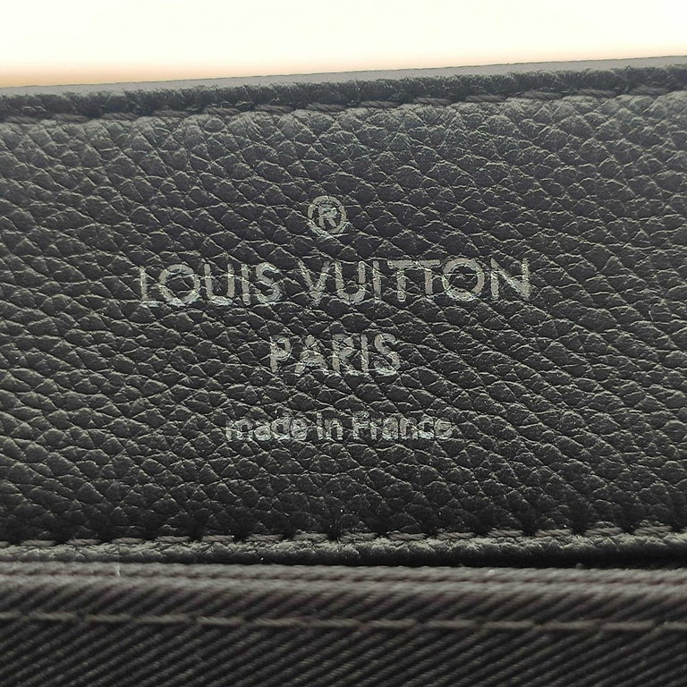 LOUIS VUITTON Lockme Shoulder bag in Beige Leather For Sale 3