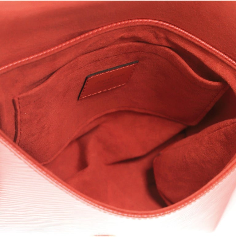 Women's or Men's Louis Vuitton Locky Handbag Epi Leather BB For Sale