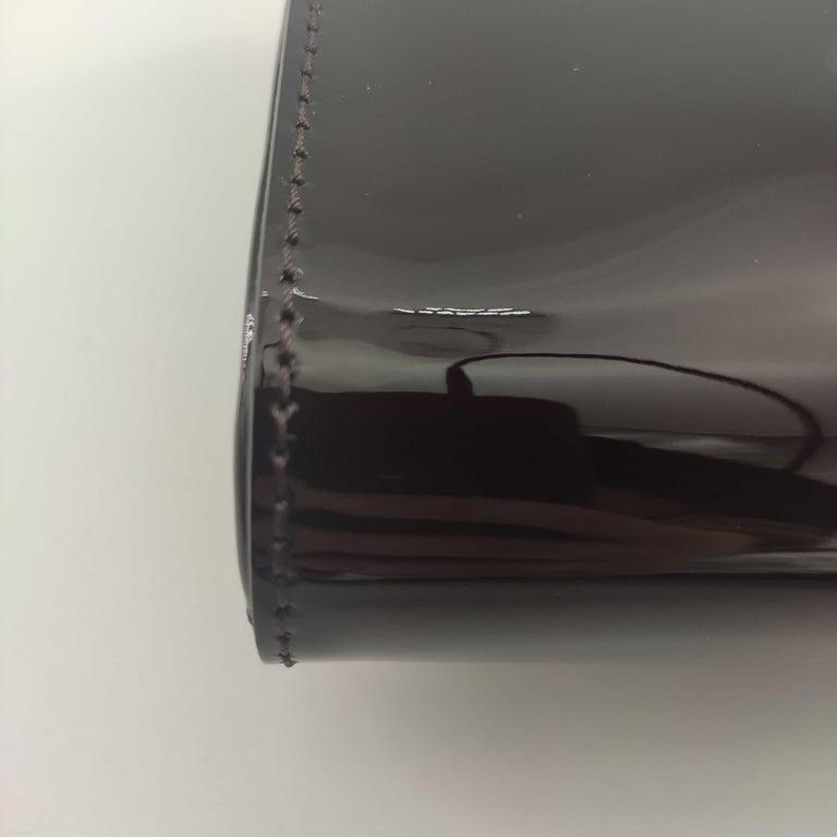 LOUIS VUITTON Louise PM Shoulder bag in Purple Patent leather For Sale 5