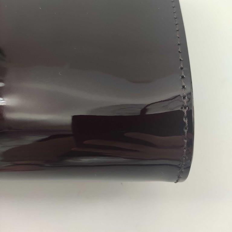 LOUIS VUITTON Louise PM Shoulder bag in Purple Patent leather For Sale 6
