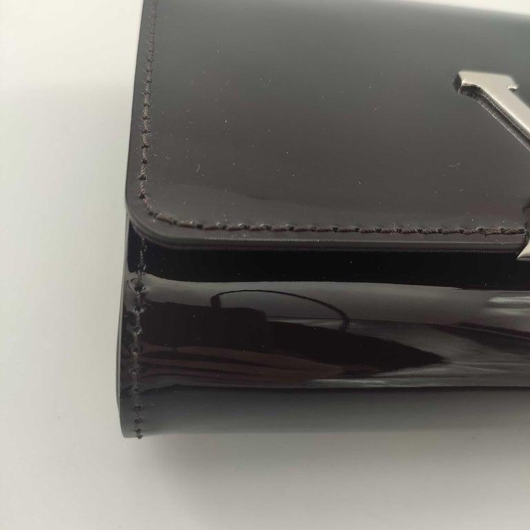 LOUIS VUITTON Louise PM Shoulder bag in Purple Patent leather For Sale 3