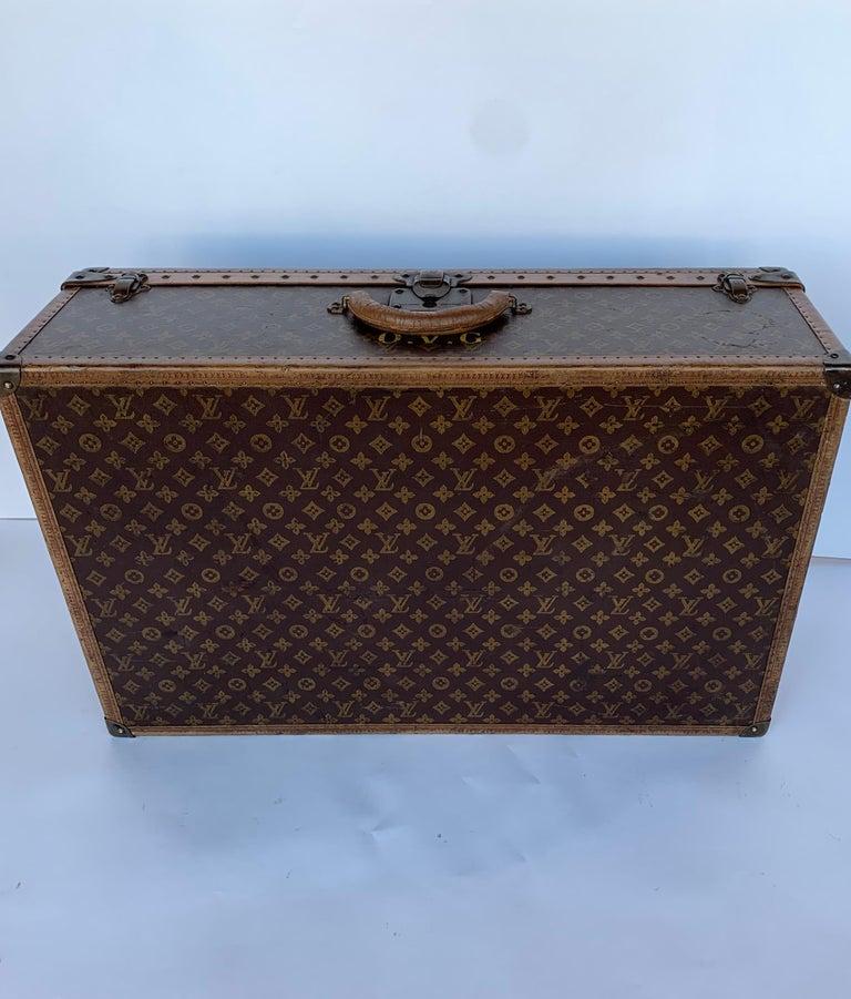 Louis Vuitton hard luggage. 834492.