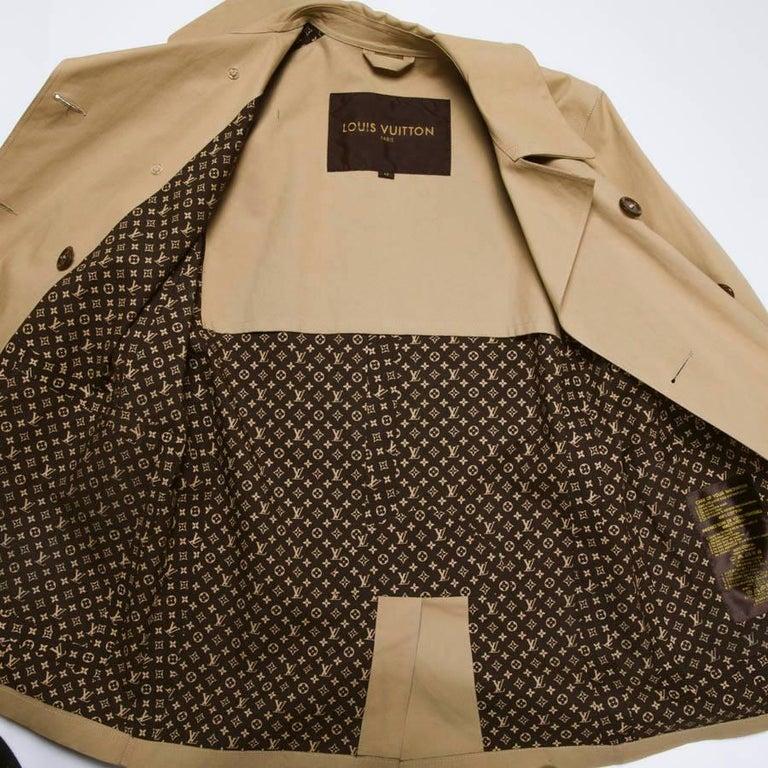 fddc5015e2 LOUIS VUITTON Mackintosh Raincoat in Beige Cotton Size 42