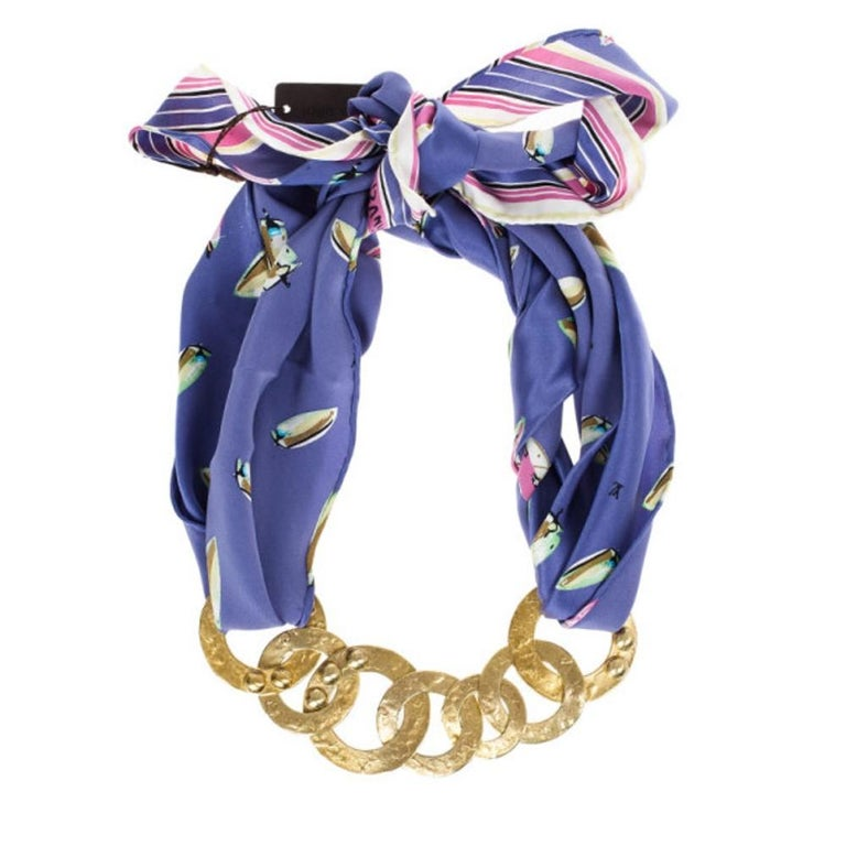 Louis Vuitton Martelé Gold-Tone Silk Necklace In Good Condition For Sale In Dubai, Al Qouz 2