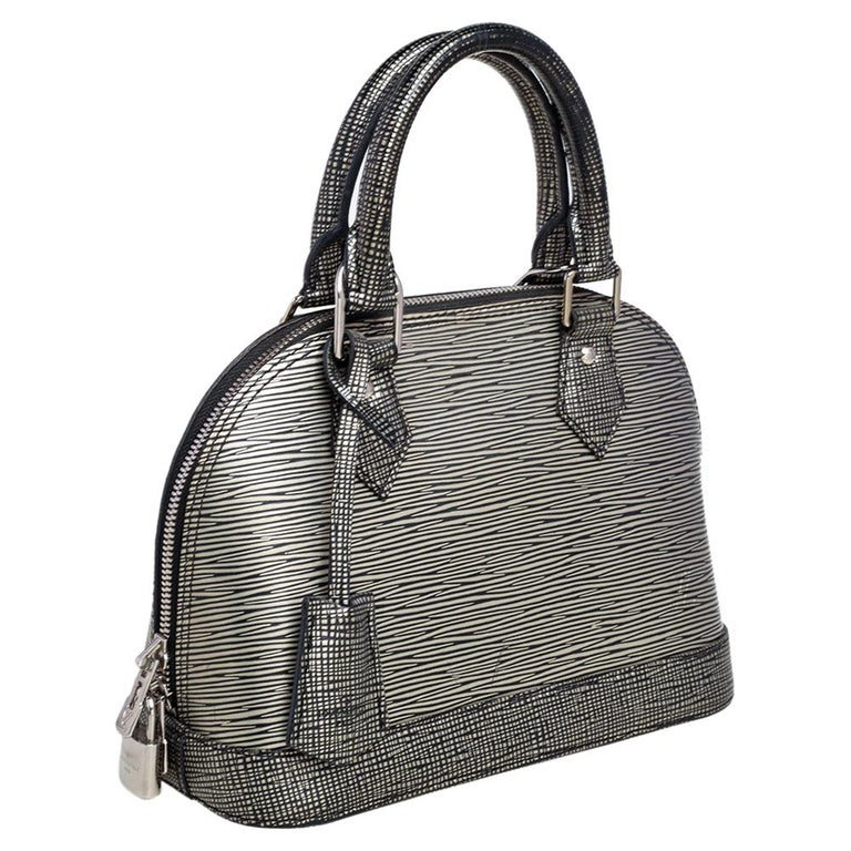 Louis Vuitton Metallic Silver Epi Leather Alma BB Bag In Good Condition For Sale In Dubai, Al Qouz 2