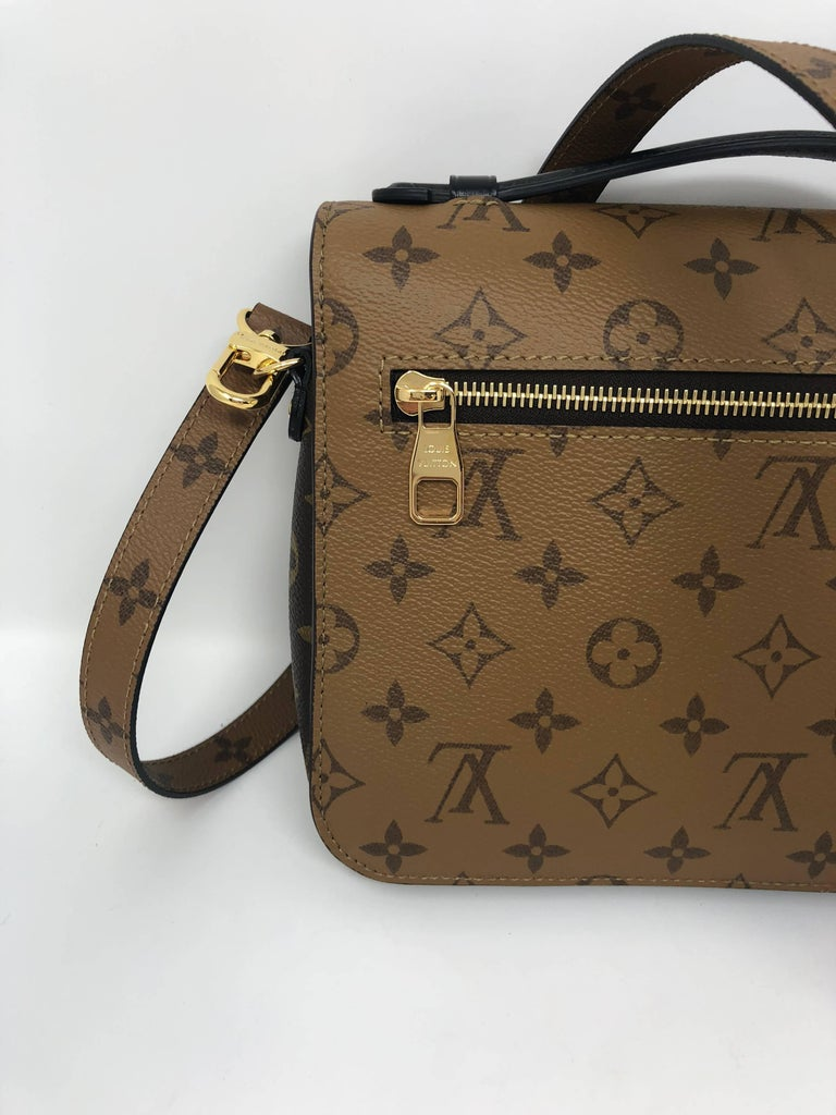 Louis Vuitton Metis Reverse Crossbody In New Condition For Sale In Athens, GA