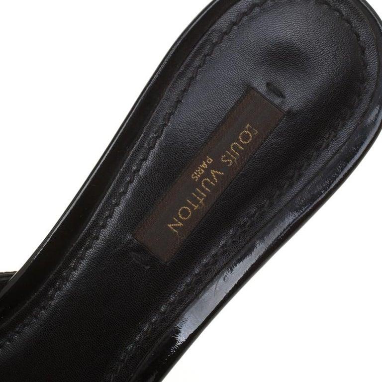 Louis Vuitton Monochrome Canvas Slip On Slides Size 37 For Sale 3