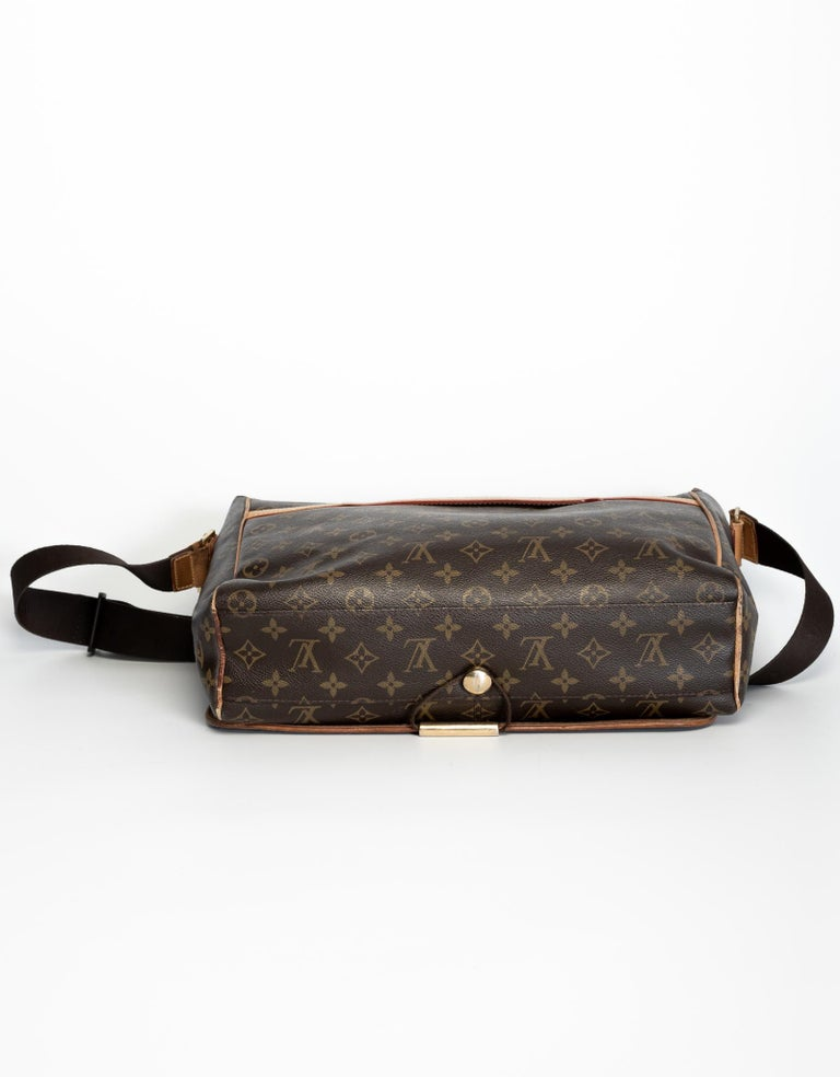 Louis Vuitton Monogram Abbesses Messenger School Book Laptop Bag In Good Condition For Sale In Montreal, Quebec