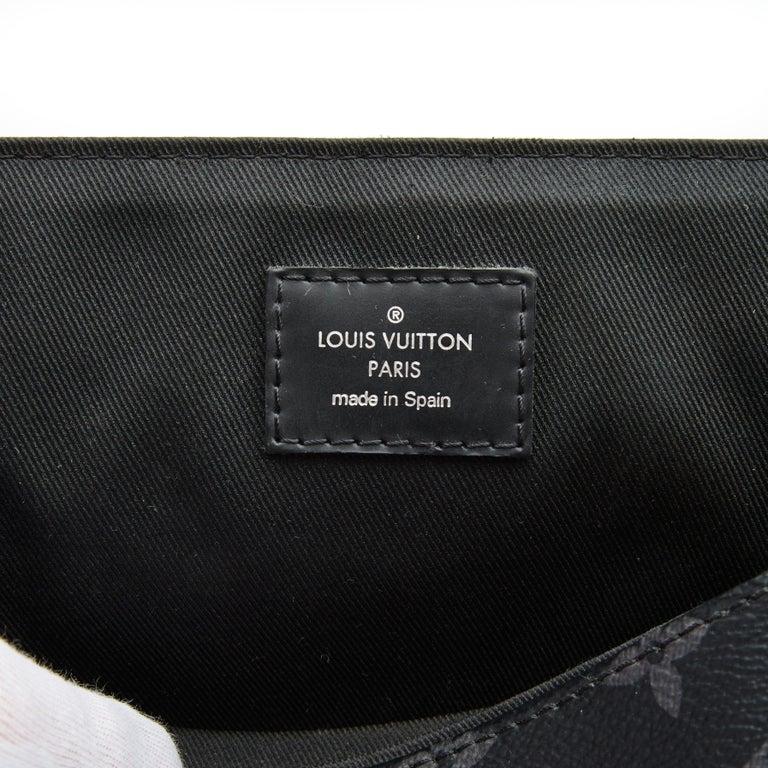 Men's Louis Vuitton Monogram Black Eclipse District PM Messenger Bag (2017) For Sale