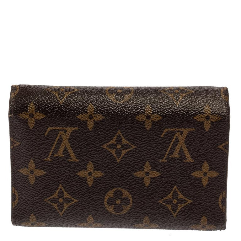 The well-known and coveted monogram print is showcased on this Alexandra wallet by Louis Vuitton. This small wallet will hold a lot more than you think. It has multiple card slots, a slip pocket, and a zipped pocket. This wallet is enclosed with a