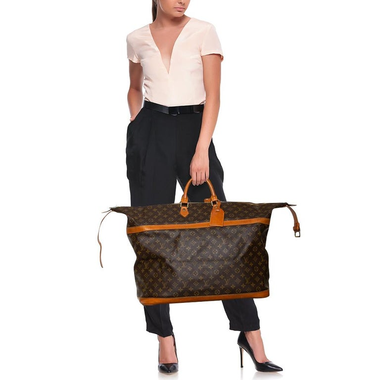This Louis Vuitton Cruiser bag is purposely made for fashionable travelers! Crafted from the label's signature monogram canvas, it is equipped with a spacious interior that is doubly secured with buckle and zipper fastening to keep your belongings