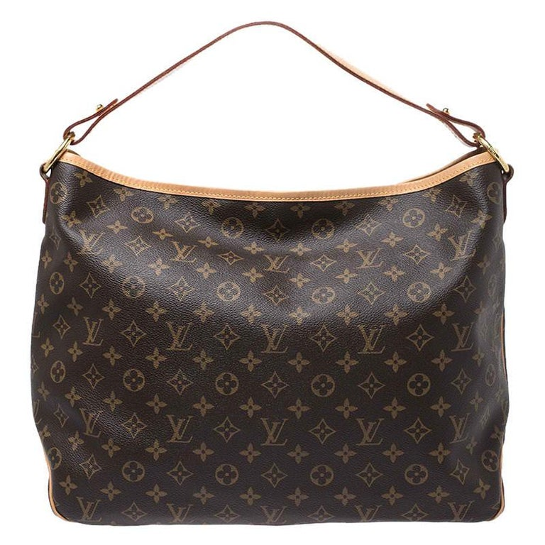 For years, women have leaned towards Louis Vuitton's handbags when it comes to powering their personal style. This Delightful MM Bag, like all the other handbags, is durable and stylish. Crafted from Monogram canvas, the bag comes with a shoulder