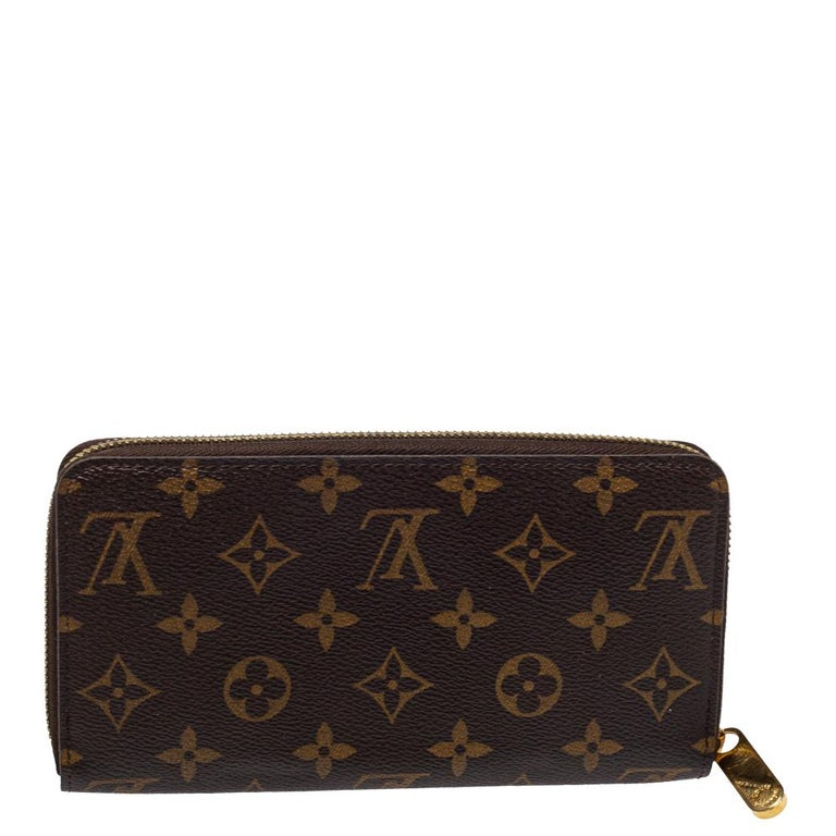 This limited edition wallet by Louis Vuitton is a work of art and is also highly practical. Crafted from Monogram canvas, the exterior is adorned with an illustration of the label's advertisement back in the early 90s accented with vibrant hues. The