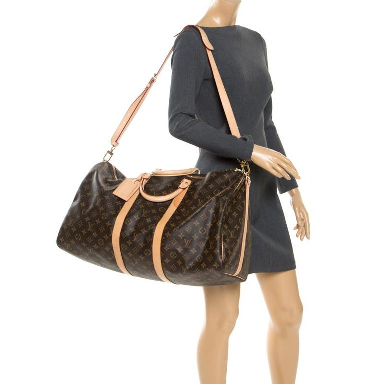 Fashion lovers naturally like to travel in style and at such times only the best travel handbag will do. That's why it is wise to opt for this Keepall 55 as it is well-crafted from monogram-coated canvas to endure and well-designed to grace you with