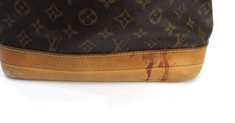 LOUIS VUITTON Monogram Canvas Petit Noe  Bag In Good Condition For Sale In Torre Del Greco, IT