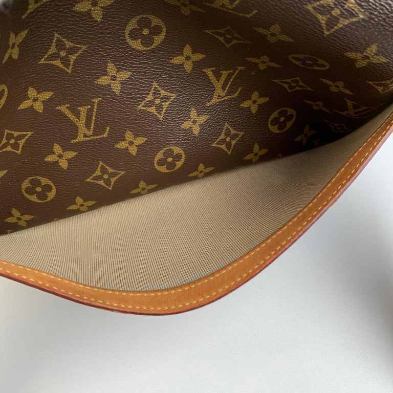 LOUIS VUITTON 'Reporter PM' crafted in timeless monogram canvas with vacchetta leather trim. It features 1 large open pocket on the front. Golden brass hardware and adjustable canvas shoulder strap. 2 main compartments with zip closure. Inside it