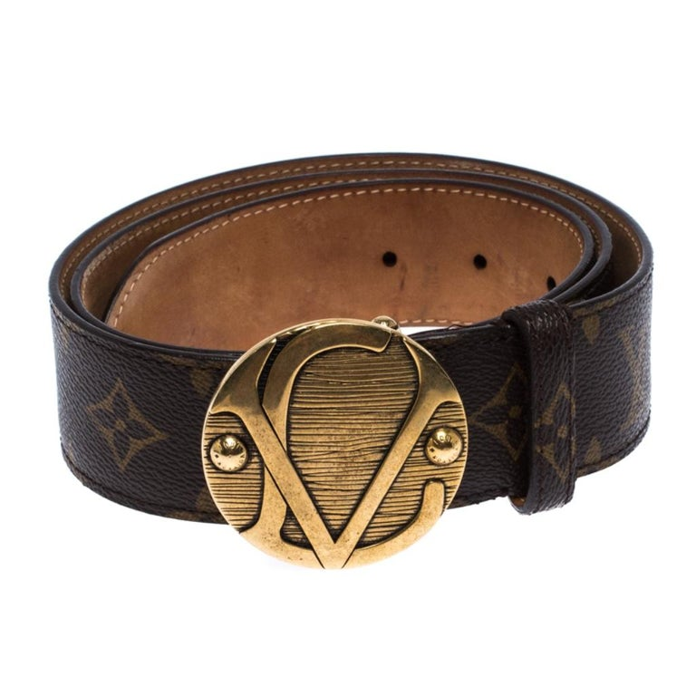 Add a luxe twist to your attire with this belt from Louis Vuitton. Made from monogram canvas, this belt comes with a complementing gold-tone logo plaque and a single loop. It is durable and high in style.  Includes: The Luxury Closet Packaging