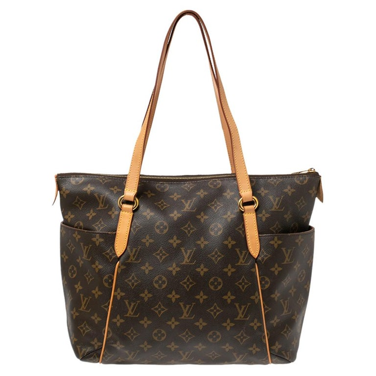Made from Monogram canvas, this Totally MM Bag by Louis Vuitton exudes the right amount of luxury. The bag has two leather handles, a top zipper, and a capacious canvas interior. Also, it has additional open pockets on the sides of the exterior and